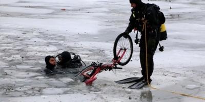 Buz üzerinde bisiklete binen 2 çocuk boğularak hayatını kaybetti