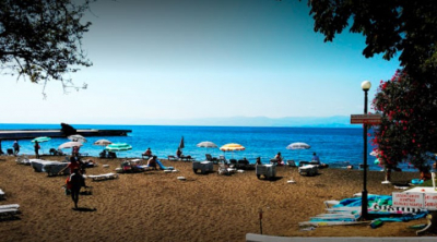 Çalışanın testi pozitif çıkınca plaj hizmete kapatıldı