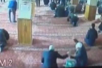 Camide yakalanan hırsız cemaatten dayak yedi
