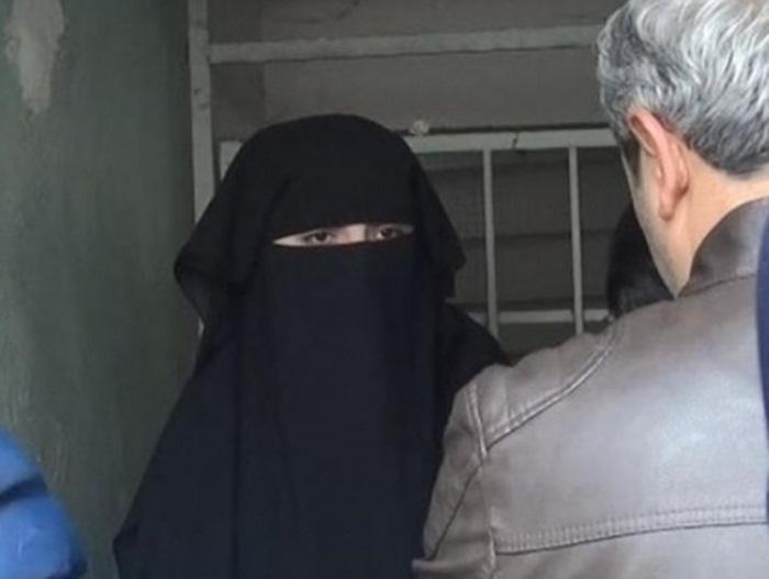 Çarşaflı bir kadın 'Atatürk'e hakaret'ten gözaltına alındı