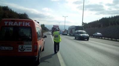 Ceza yazmak isteyen trafik polisine saldırı