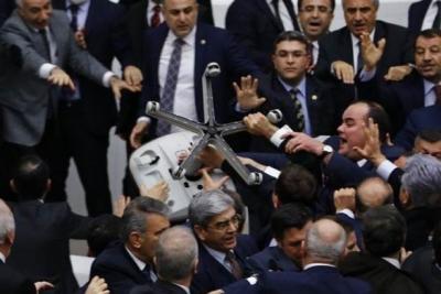 CHP'li Aykut Erdoğdu: AKP'li vekiller saldırırken tekbir getiriyordu, gözlerinde IŞİD'in nefreti vardı