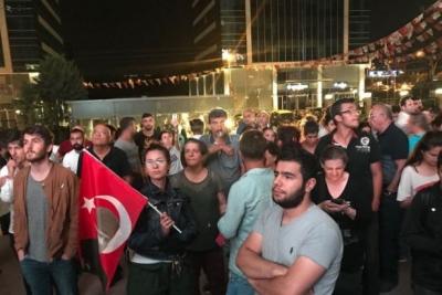 CHP'liler Genel Merkez önünde Kılıçdaroğlu'ndan açıklama talep ediyor
