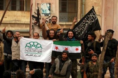 Cihatçılar Suriye'de sivilleri taşıyacak otobüsleri yakıyor