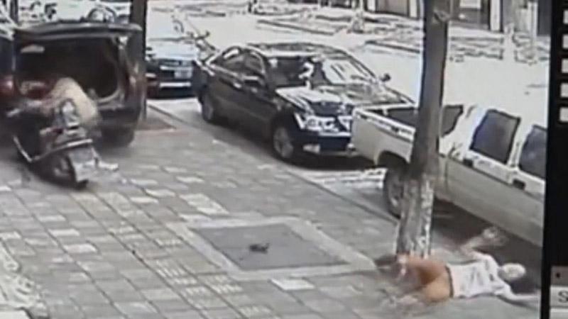 Dava öncesi karısına motosikletle çarptı, palayla vurdu