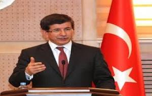 Davutoğlu afişlerini yırtınca gözaltına alındı!