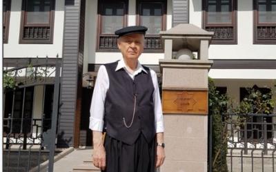Devlet Bahçeli'den yöresel kıyafetli, kasketli 19 Mayıs paylaşımı