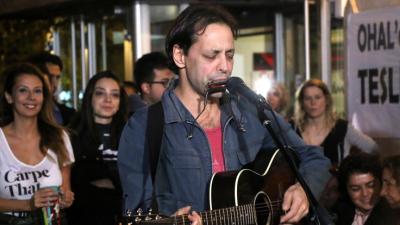 Duman: İstanbul'da kalarak oy vermek istediğimiz için konseri başka bir tarihe taşıyoruz