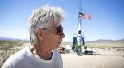 Dünyanın düz olduğunu kanıtlamak için kendini roketle uzaya fırlattı