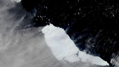 'Dünyanın en büyük buzdağından büyük bir parça daha koptu'
