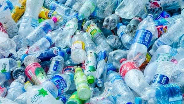 Edirne Belediyesi pet şişe getirene bez torba veriyor
