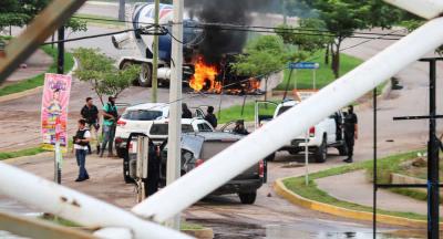 El Chapo'nun oğlu Lopez yakalanınca kartel üyeleri sokakları ateşe verdi