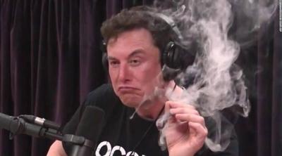 Elon Musk'ın canlı yayında esrar içmesi tepki gördü