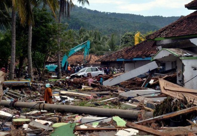 Endonezya'da tsunami: Ölü sayısı 400'e yaklaştı!