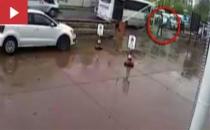 Engelli genci sokak ortasında tekme tokat dövdü!