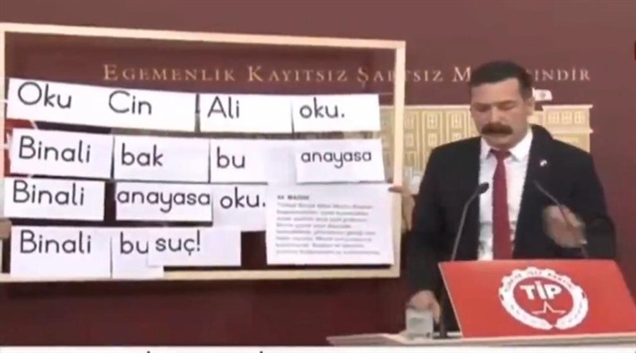 Erkan Baş, ilkokul okuma fişleriyle Binali Yıldırım'a 'anayasayı çiğniyorsun' dedi