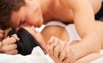 Erkekler ilk cinsel deneyimlerini kaç yaşında yaşıyor?