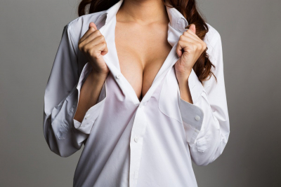 Erkeklerin daha uzun yaşamasını sağlayan 6 şeyden biri: Göğüs dikizlemek