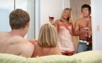 Eş değiştirmeli seks görüntülerini canlı yayınladı!