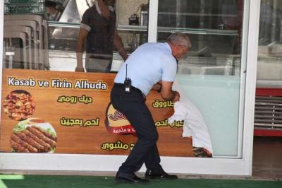 Esenyurt'ta Arapça tabelalara zabıta operasyonu