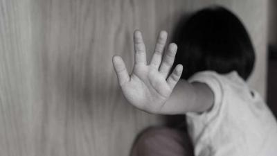 Eşiyle ilişkiye girip kızına izlettiren baba tutuklandı