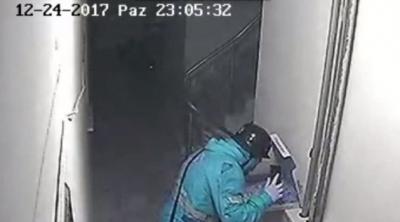 Eskişehir'de kuryenin pizzaya tükürmesi güvenlik kamerasında