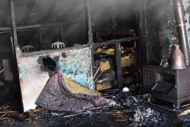 Evde yangın çıktı: 4 kardeş yaşamını yitirdi