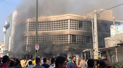 Eylemciler İran Merkez Bankası binasını ateşe verdi