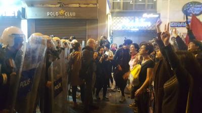 Feminist Gece Yürüyüşü'ne plastik mermi ve biber gazlı polis müdahalesi!