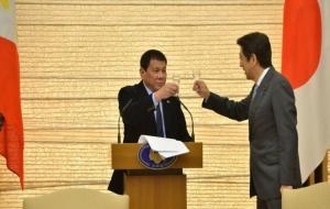 Filipinler Devlet Başkanı: Tanrı bana 'küfretme yoksa uçağını düşürürüm' dedi!