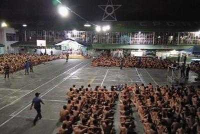 Filipinlerde, mahkumların çıplak aranmasına tepkiler artıyor
