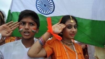 Filmlerden önce milli marş çalınmasını eleştiren Hint yazar gözaltında