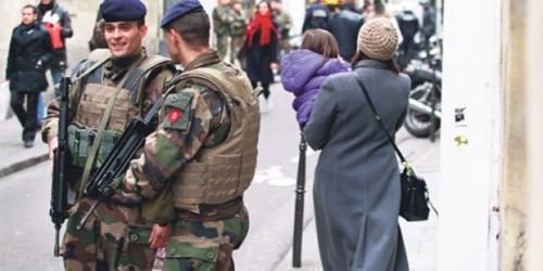 Fransa ordusu sokağa indi!