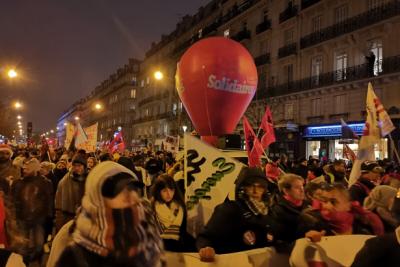 Fransa ve Kolombiya'da genel grev, yüz binler sokağa döküldü