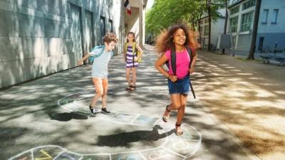 Fransa'da çocukların okula başlama yaşı üçe düşürüldü
