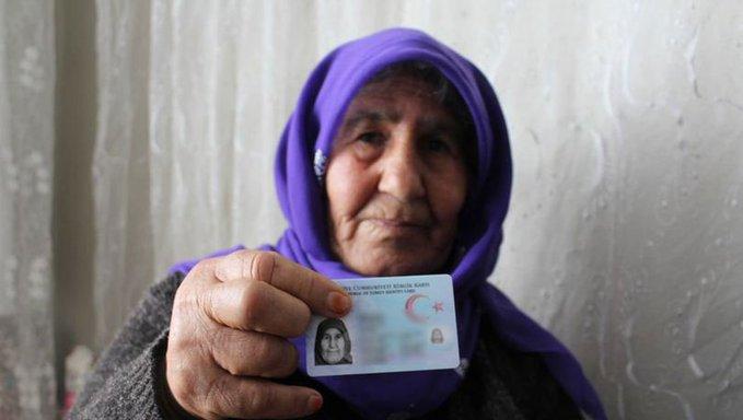Gaziantep'te yaşlı kadına 68 yıl sonra kimlik verildi