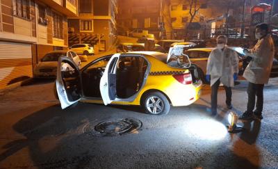 Gaziosmanpaşa'da taksiciye silah dayayıp denetimden kaçtılar