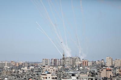 Gazze'den atılan roketler nedeniyle bir İsrailli hayatını kaybetti