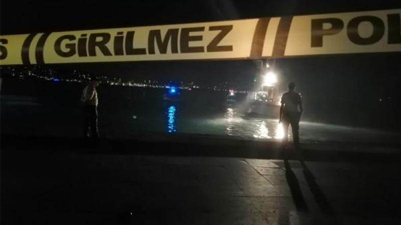 Gece saatlerinde Beşiktaş İskelesi'nden denize giren kişi 5 metre açıkta ölü bulundu