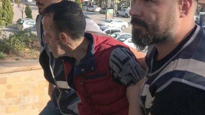 Geçirdiği yüz nakli ile tanınan Recep Sert silahlı saldırı düzenlediği gerekçesiyle tutuklandı