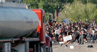 George Floyd eylemlerinde 6. gün: Eylemcilerin üzerine tanker sürüldü