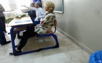 Görevli olmadan sandıkta oturuyor!