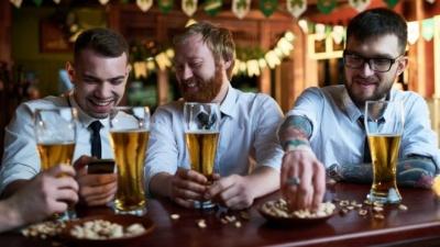 Günde bir kadeh alkollü içki ömrü kısaltıyor