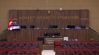 Hakim ve savcılara Anayasayı ihlal suçlamasıyla dava