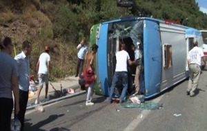 Halk otobüsü devrildi! 10 yaralı...