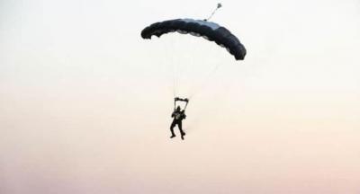 Hayko Cepkin konser alanına paraşütle indi