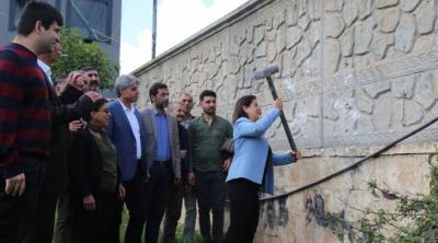 HDP'li başkan, kayyımın belediyeye ördürdüğü duvarı yıktı, 2 milyon harcanan oda kullanılmayacak