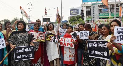 Hindistan'da bir grup kadın tecavüzle suçladıkları işadamını kaçırıp fidye istedi
