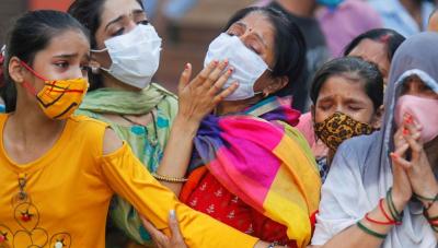 Hindistan'da bir günde 4 bin 77 kişi koronavirüs nedeniyle hayatını kaybetti