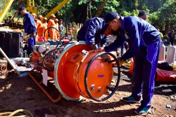 Hindistan'da göçük altında kalan madencilerden umut kesildi